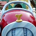 ミッキーの車のエンブレム