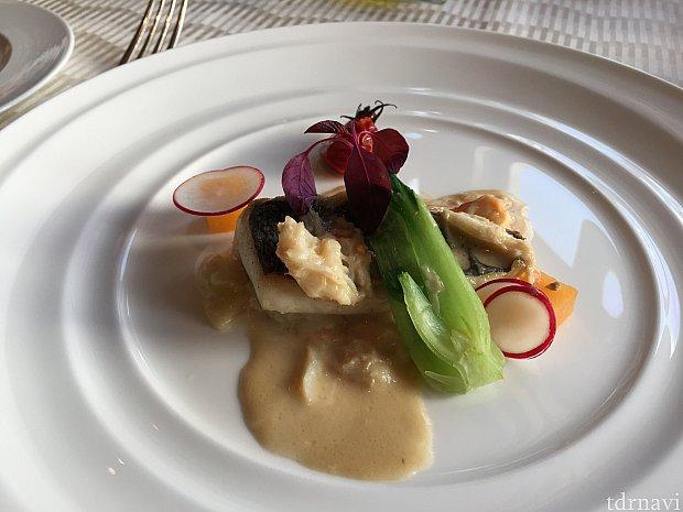 メイン(魚):目鯛のポワレ 湯葉とポワローのクリーム仕立て ズワイ蟹入り白ワインソース (※+800円でロブスターが追加できるそうです)