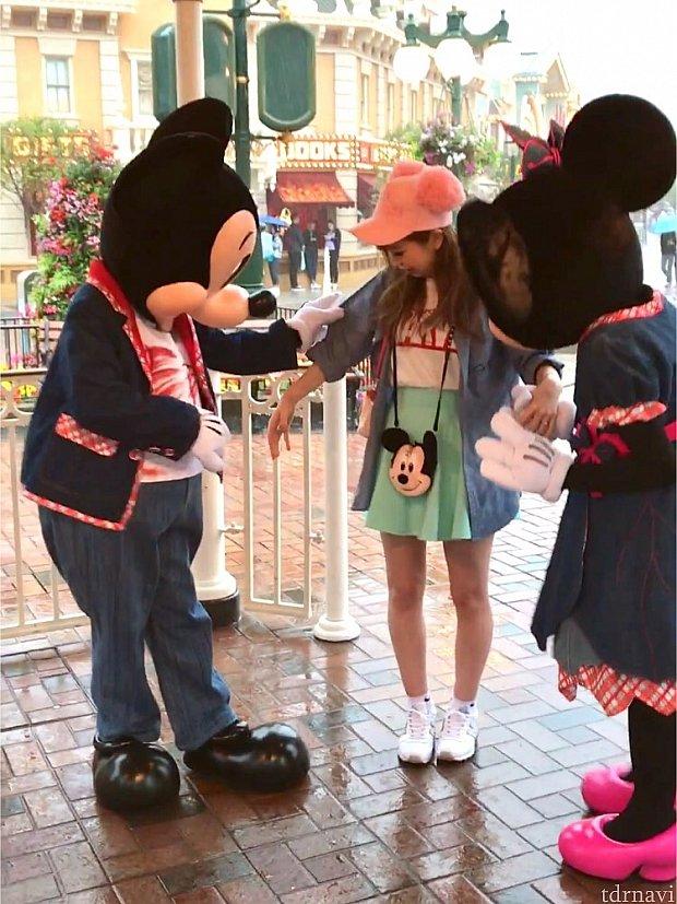 デニムお揃いだねー♪とミッキー☆その夜キングダムクラブでパジャマミッキーに私のこと覚えてるよ!!と言われデニムシャツを指さされました!!ミッキーすごーーい!!!☆☆