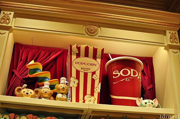 お店のコンセプトはダッフィーの映画館のようでした。所々こんなコンセプトに基づいてデコレーション!レジのデコレーションがポップコーンで可愛いかったです。