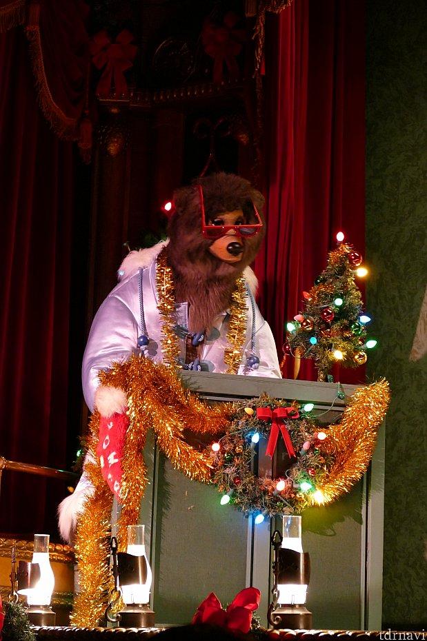 まずはゴーマーの登場。しっとりとした伴奏に似合わずめちゃくちゃ派手な衣装&装飾がカッコいい!!!こんなゴーマーを見れるのはクリスマスだけです!