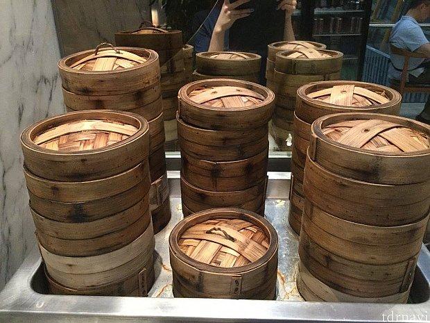 往路の乗り継ぎで利用した北京のエアチャイナラウンジ:蒸篭に入った飲茶が何種類かありました