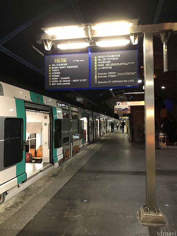 Marnu-la-vallee駅です。 終着駅なので寝過ごす心配はないでしょう笑
