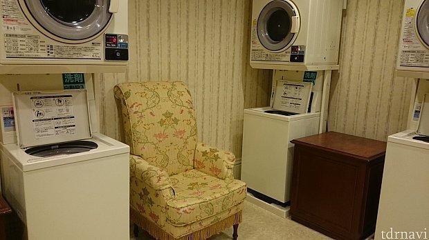 便利なコインランドリーー!ディズニーホテルのなかではランドホテルだけです♡中にはちゃんと椅子も置いてあり待てるようになっています。
