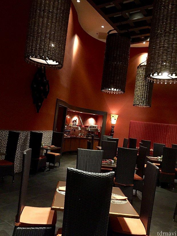 落ち着いた大人の雰囲気のレストランです。