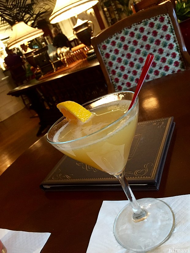 Tom Collins。ジンベースのレモンが効いたカクテル。