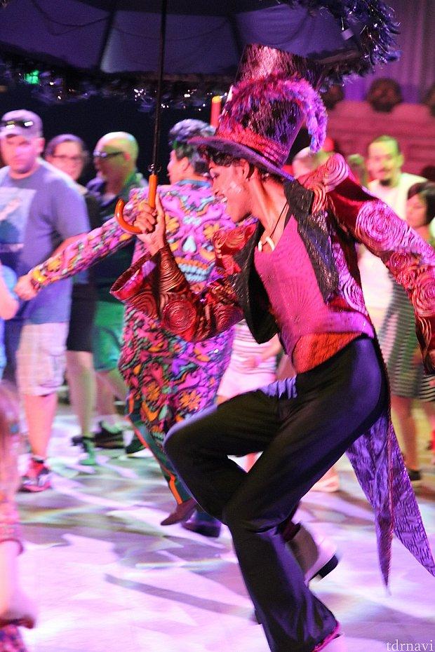 キレキレのダンサー。ムーンウォークも!