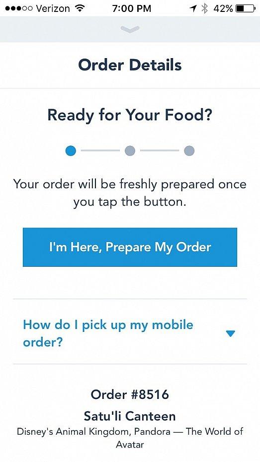 """全て注文が決まったらお会計を済ませます。その後、レストランに到着したら、準備をしてもらうために""""I am here, Prepare my order""""ボタンを押します。料理の準備ができたら、携帯にその旨が送られてきます。"""