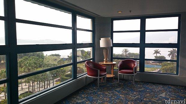 ホテルの廊下のつきあたりにあるスペース!9階以外の階にもあるのかは未確認です😅