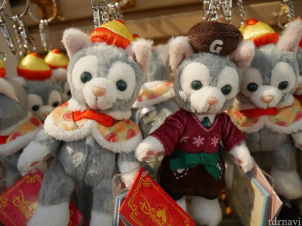 春節とクリスマスコスのキーホルダー。ジェラトーニ商品は人気なくて余っちゃったのでしょうか😰この2つで99でもお得な気がします。(プーのお店で見ました。)