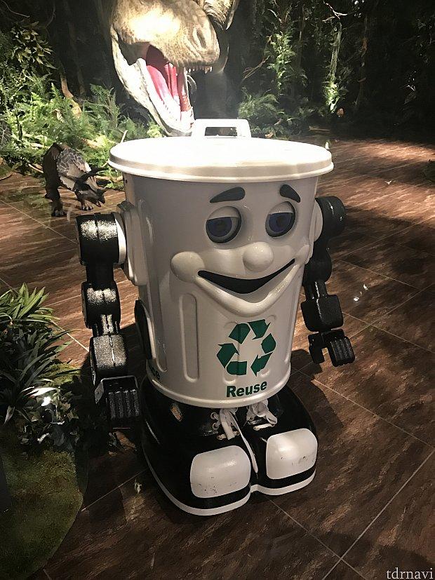 動くゴミ箱…?