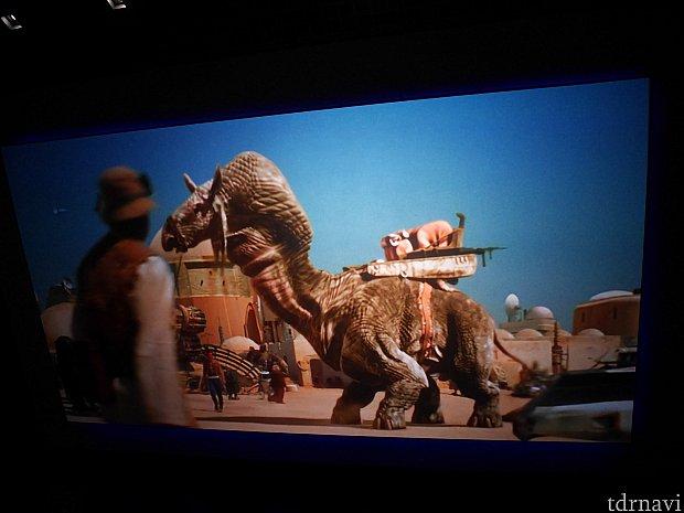 ここでも宣伝映像が!こちらはタトゥイーン。映画を見てるとより楽しめるかも!