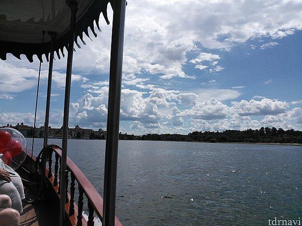 マジックキングダムからボードに乗りました(^^)