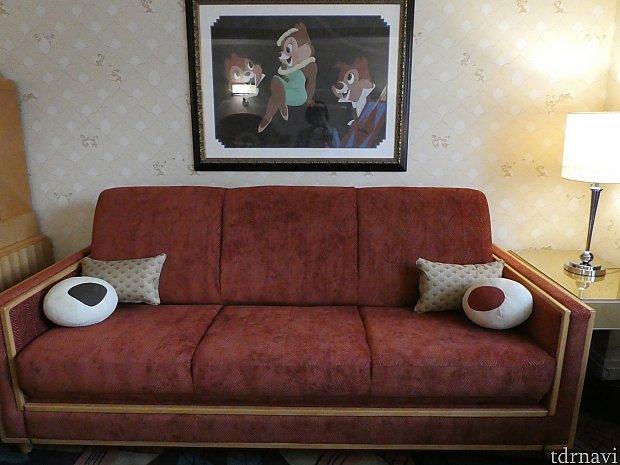 ソファーの上にはお鼻のボールクッション。このソファーは3人で泊まる時にはベットに早変わり~。