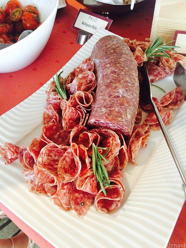 イタリアンサラミは盛り付けまで美しく♪