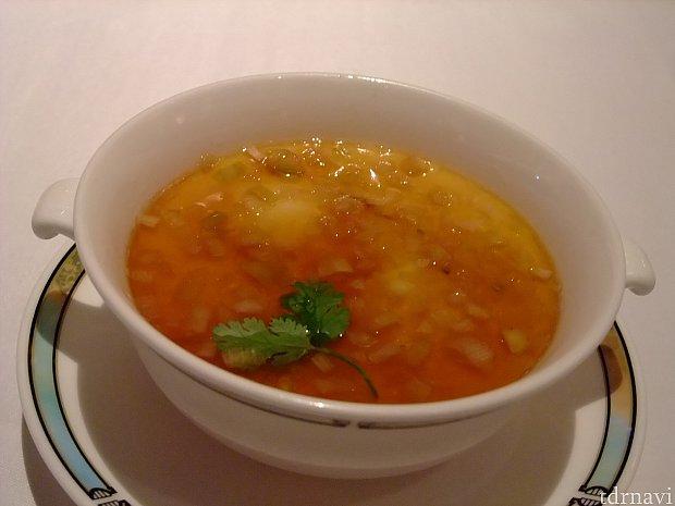 中華の茶碗蒸しは初めて。ナンプラーの餡を絡めていただきましたが、スプーンを持つ手は止まりませんでした。