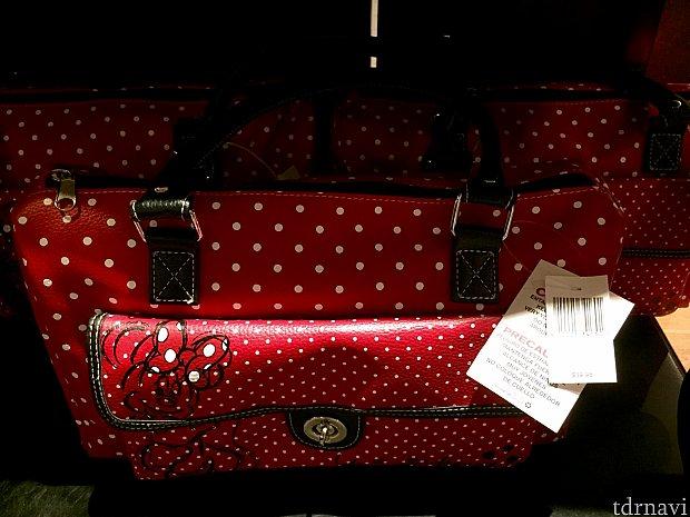 赤いドット柄のバッグは$39.95。