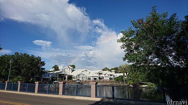 反対側を見ると。。。虹が見えた。