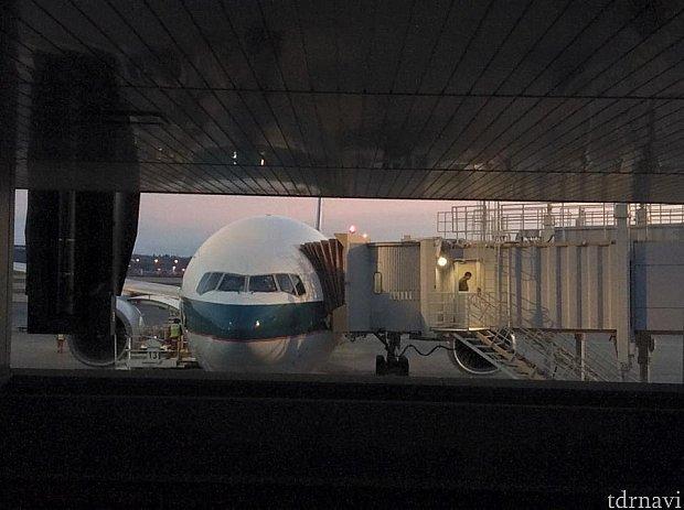 成田6時到着しました!キャセイパシフィック機体です!