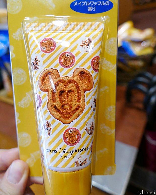 メイプルワッフルの香りがするハンドクリーム! 自分にもお土産にもピッタリ! あま〜いワッフルの香りは ふがふがずっと嗅いでいたい匂いです!笑