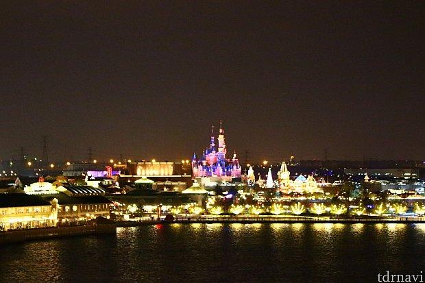 美しい夜のパークを見ながらお食事ができますよ♪