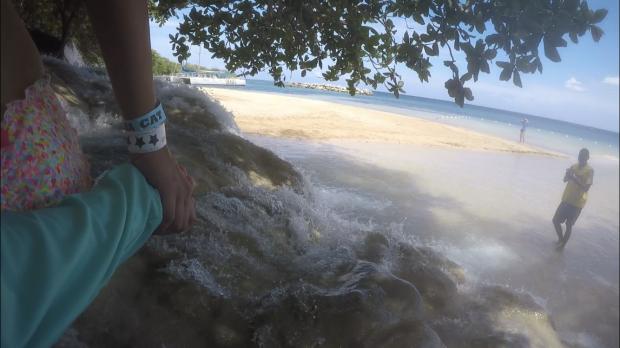 下流なので川の水はそのまま海に流れていきます。