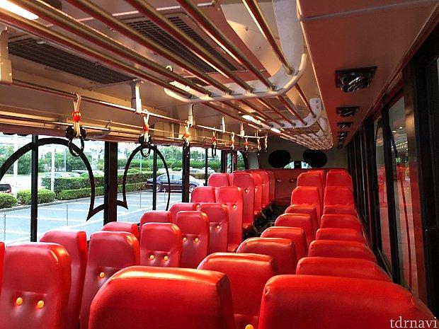 バスの中 ミッキーカラーで楽しめるようになってます