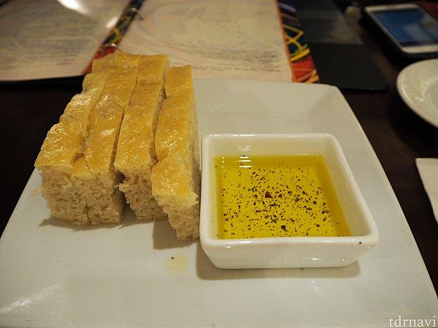 パンはしっとりとしていて、お腹が減っていたら美味しいでしょう(私たちは朝食で食べ過ぎてそこまでお腹が減っていませんでした 泣)