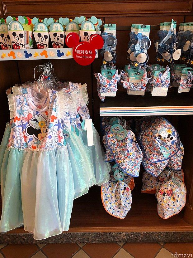 子供用ドレス 279元、帽子各99元