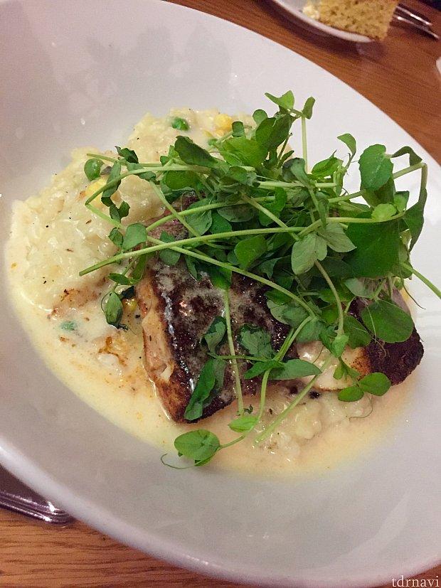 白身魚にもキチンと味が付いていて、これは本当に当たりでした。高級なレストランではイマイチな魚料理が、ここでは最高に美味しかったです。