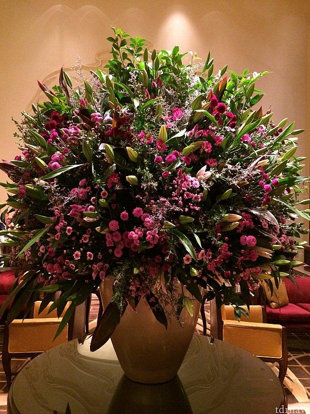 豪華なロビーの花