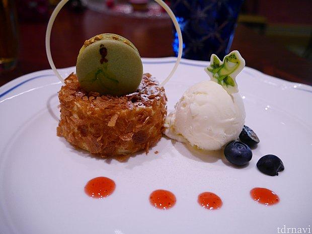 デザート①ジャスミンティーチーズケーキとティーマカロン バニラアイス  このデザートがかなり美味しいみたいでした!!これが一番あたりかもしれません。