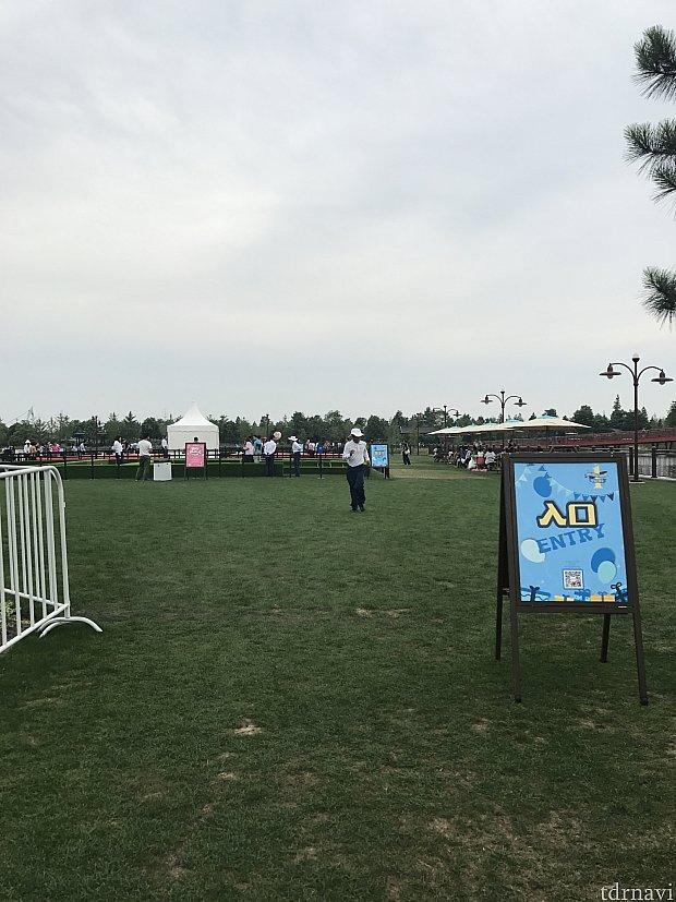 湖畔の広場でイベント?