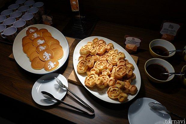 パンケーキやミッキーワッフルも