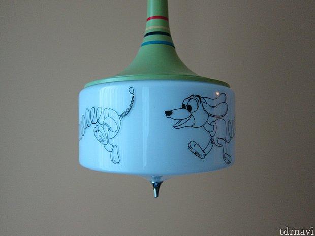これの電灯見て、凝ってるなぁ、、、とあきれてしまいました。(褒めてる)