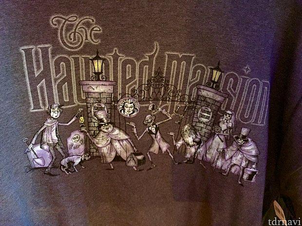 このTシャツにはアトラクションでお馴染みのゴースト達が勢ぞろい。$24.99。