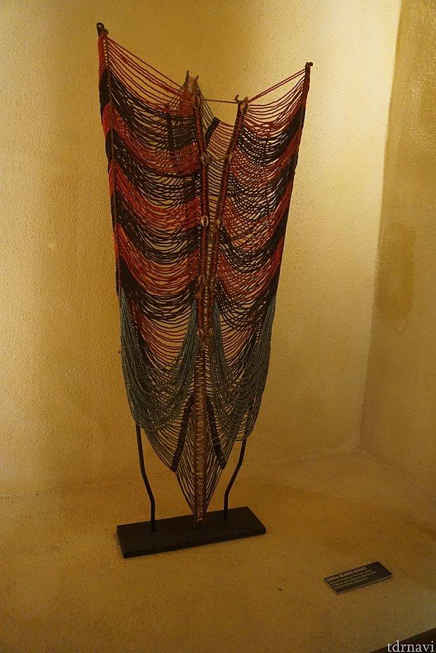 アニマルキングダムロッジにはアフリカの民芸品が数多く展示されています。