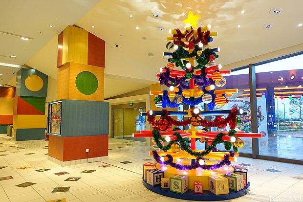 トイストーリーホテルのクリスマスツリーが見れたので、ある意味ラッキーでした。
