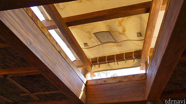 修復したはずなのに、なぜか穴が空いている屋根