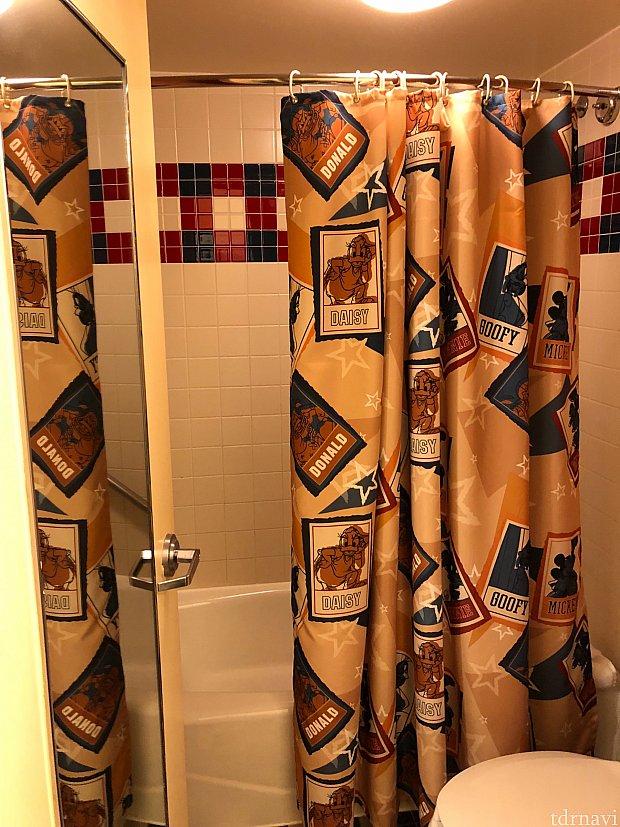 バスルーム。 シャワーカーテンをお持ち帰りしたくなりました笑