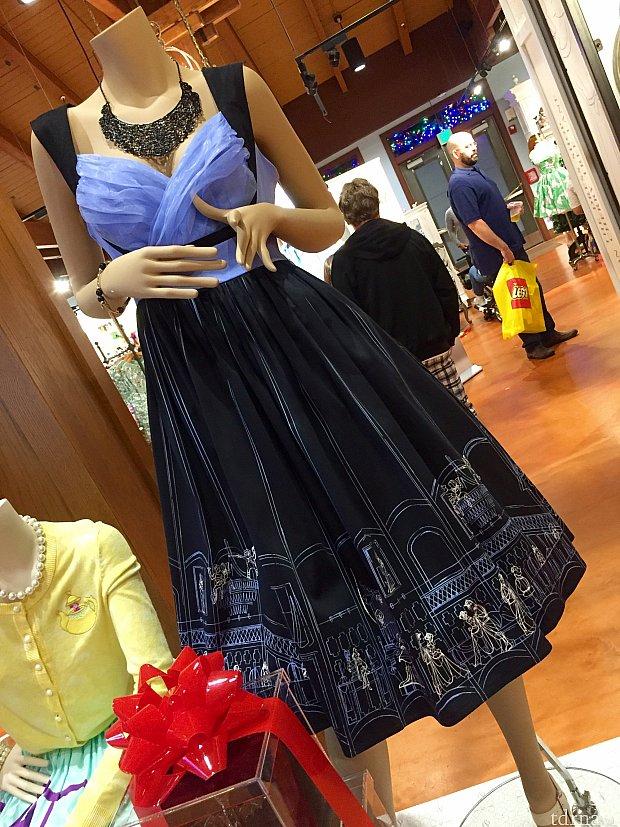 こちらも実はホーンテッドマンションがテーマのドレスです。