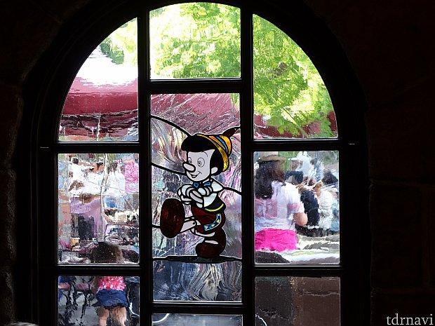 ピノキオのステンドグラス