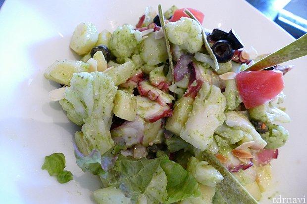 タコとポテトのジェノベーゼ! とっても美味しい前菜でした! ぷりぷりのタコとコロコロポテト、お野菜も入ってて おすすめの一品です! サラダに飽きた人はこちらをどうぞ✨