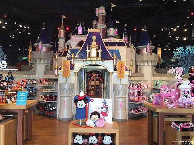 店内に入ると大きなお城が!