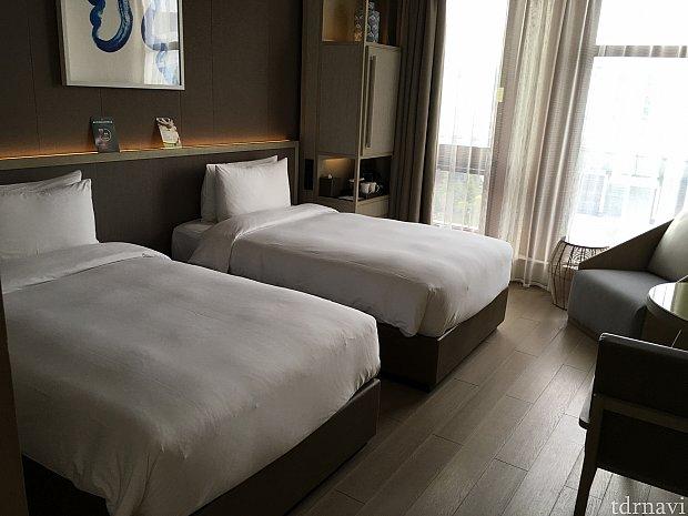 1人で泊まるのにツインなのは、予約時ツインの部屋が一番安かったからです…スーツケースを広げても余裕がありますよ