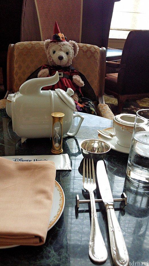 プレミアムティー注文しました。コーヒーや紅茶から好きなの頼めますよ~!同じドリンクならおかわりも出来ます(^_^)v