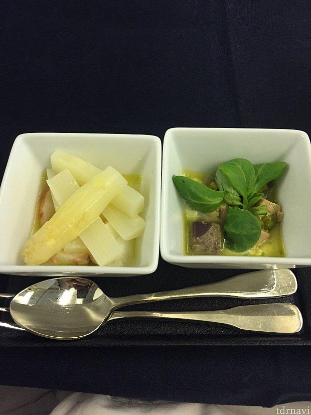 帰りの機内食、付け出し。フォアグラとホワイトアスパラガス。