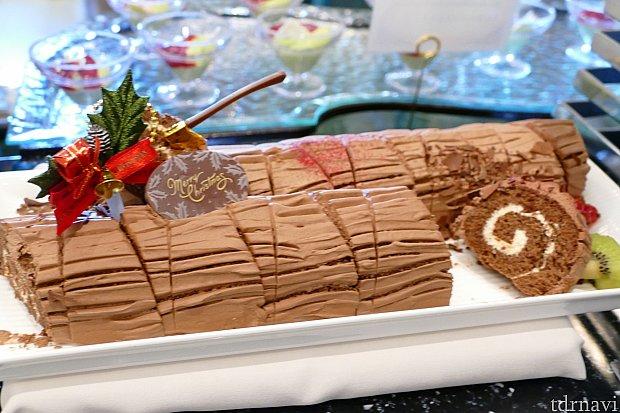 ケーキ類のクオリティやばいです。ブッシュドノエルだってあるんですよ?大人気でした!