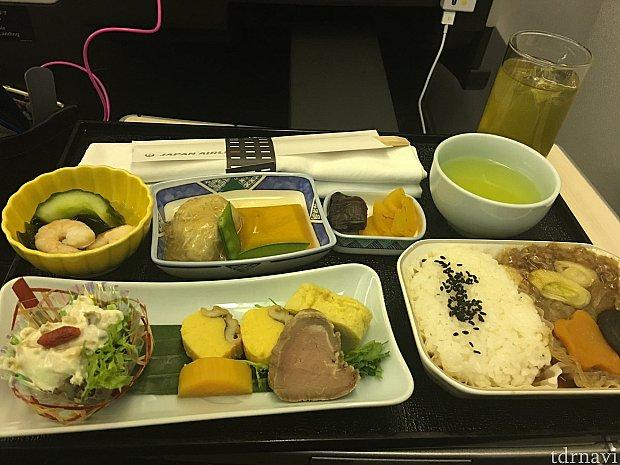 帰りはビジネス機内食になります!