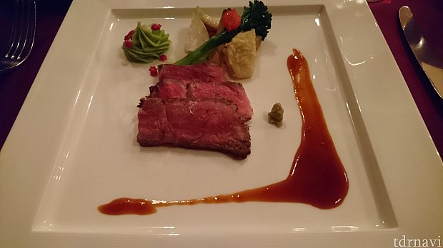 肉料理:黒毛和牛のロースト、ワサビソース